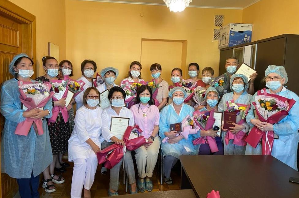 Награждение сотрудников Клиники ЯНЦ КМП ко Дню медицинского работника