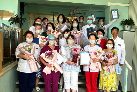 О награждении работников клиники ЯНЦ КМП с профессиональным праздником